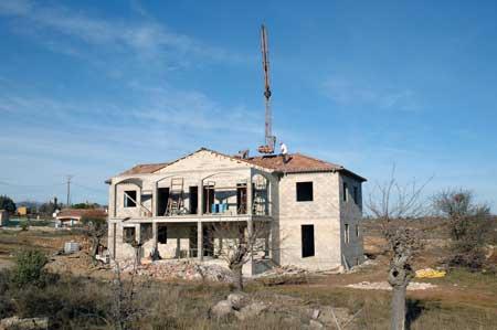Maison neuve Lablachère