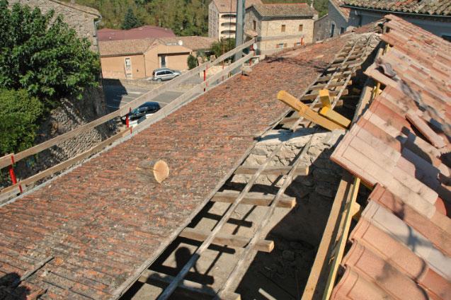R fection compl te d une toiture avec v lux joyeuse for Combien coute une toiture complete