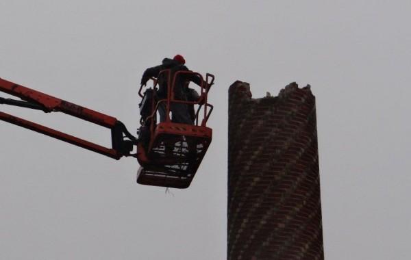 Démolition cheminée usine